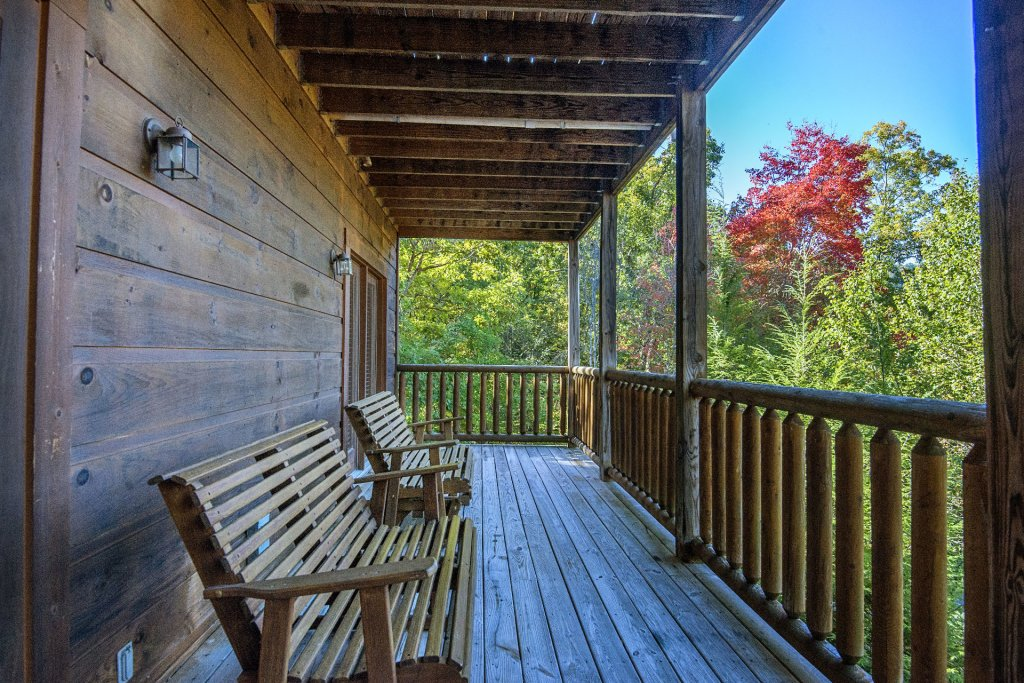 Photo of a Pigeon Forge Cabin named  Black Hawk Hideaway - This is the fourteenth photo in the set.