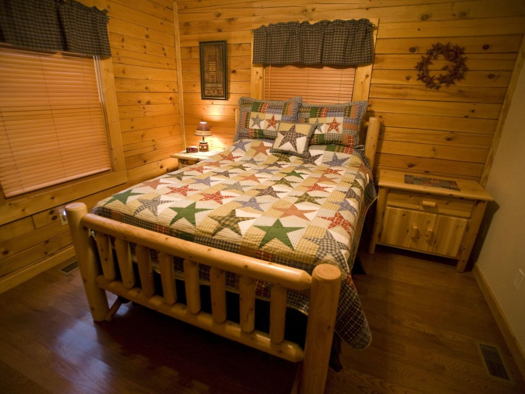 Photo of a Pigeon Forge Cabin named  Robyn's Nest - This is the tenth photo in the set.