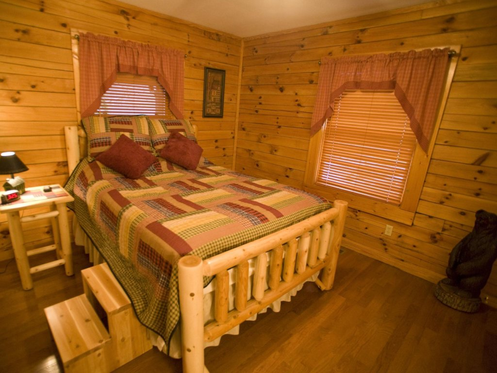 Photo of a Pigeon Forge Cabin named  Robyn's Nest - This is the twelfth photo in the set.