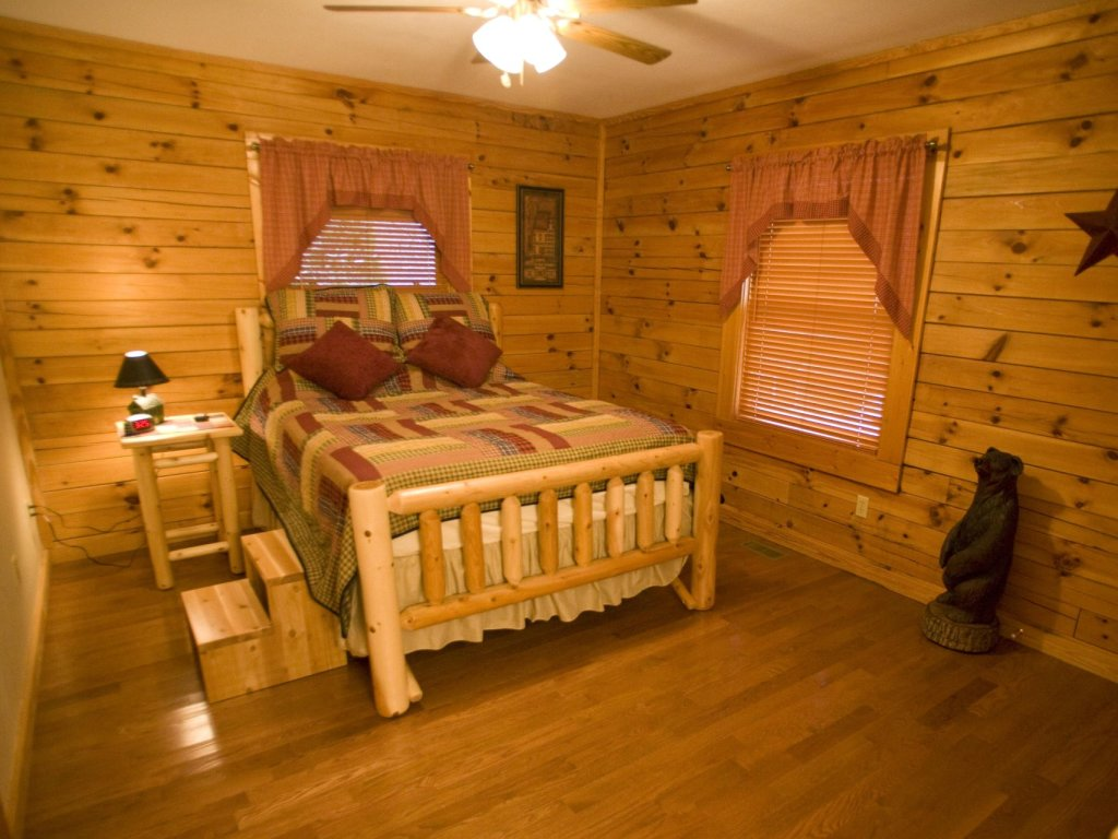 Photo of a Pigeon Forge Cabin named  Robyn's Nest - This is the thirteenth photo in the set.