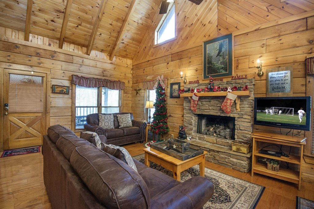 Photo of a Pigeon Forge Cabin named  Heaven's Delight - This is the second photo in the set.