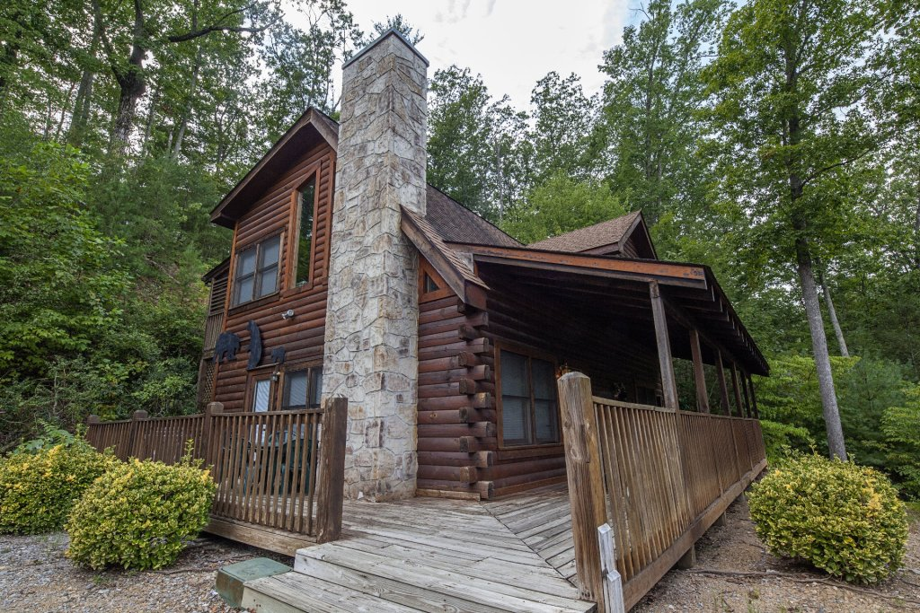 Photo of a Pigeon Forge Cabin named  Black Bear Hideaway - This is the second photo in the set.