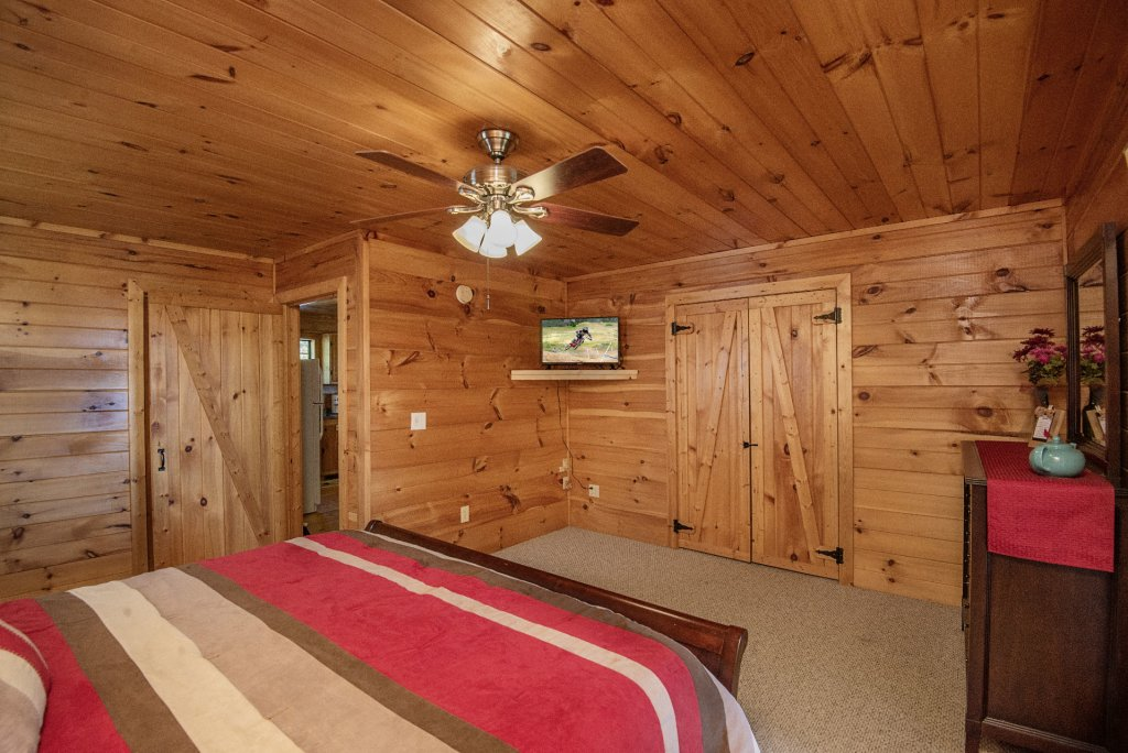 Photo of a Sevierville Cabin named Dunder Mountain Views Cabin Retreat - This is the twenty-fourth photo in the set.