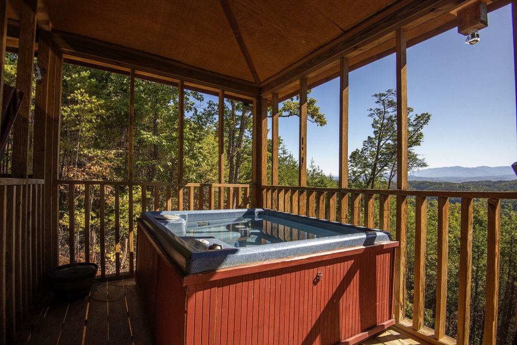Photo of a Sevierville Cabin named Dunder Mountain Views Cabin Retreat - This is the seventeenth photo in the set.