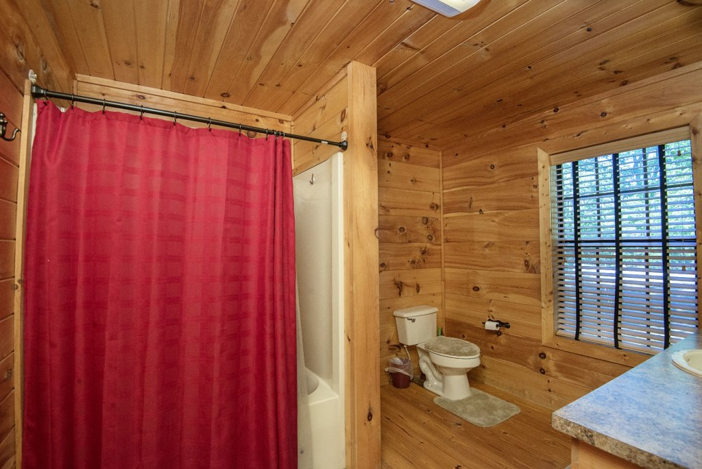 Photo of a Sevierville Cabin named Dunder Mountain Views Cabin Retreat - This is the twenty-sixth photo in the set.
