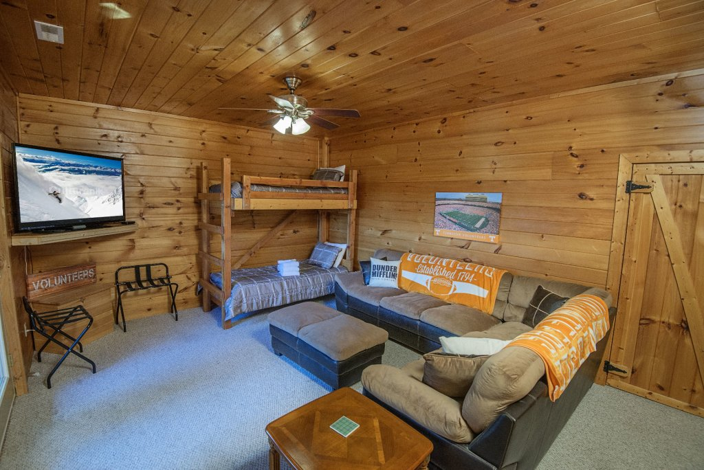 Photo of a Sevierville Cabin named Dunder Mountain Views Cabin Retreat - This is the thirty-fourth photo in the set.