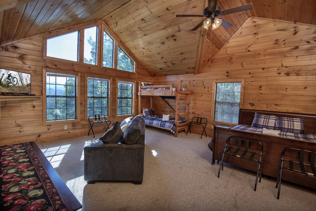 Photo of a Sevierville Cabin named Dunder Mountain Views Cabin Retreat - This is the twenty-ninth photo in the set.