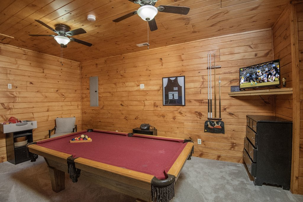 Photo of a Sevierville Cabin named Dunder Mountain Views Cabin Retreat - This is the thirty-seventh photo in the set.