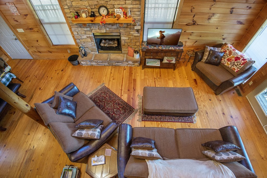 Photo of a Sevierville Cabin named Dunder Mountain Views Cabin Retreat - This is the sixth photo in the set.