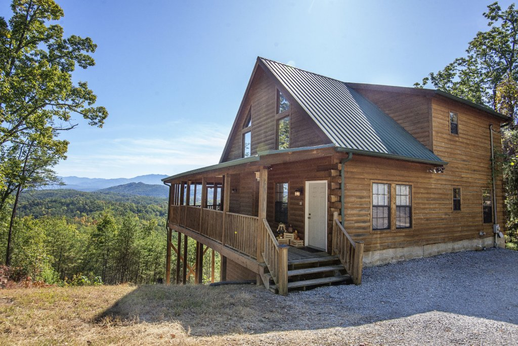 Photo of a Sevierville Cabin named Dunder Mountain Views Cabin Retreat - This is the first photo in the set.