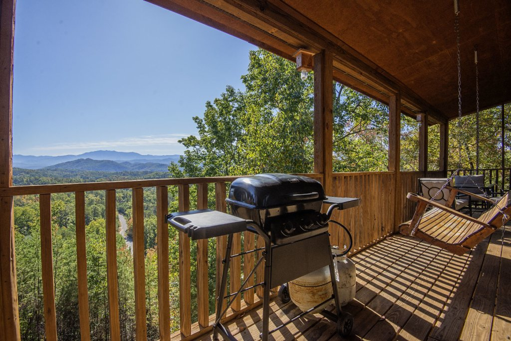 Photo of a Sevierville Cabin named Dunder Mountain Views Cabin Retreat - This is the nineteenth photo in the set.