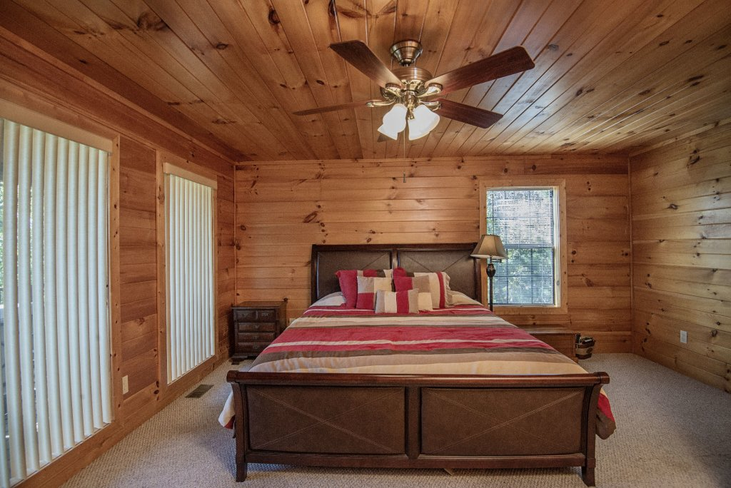 Photo of a Sevierville Cabin named Dunder Mountain Views Cabin Retreat - This is the twenty-third photo in the set.