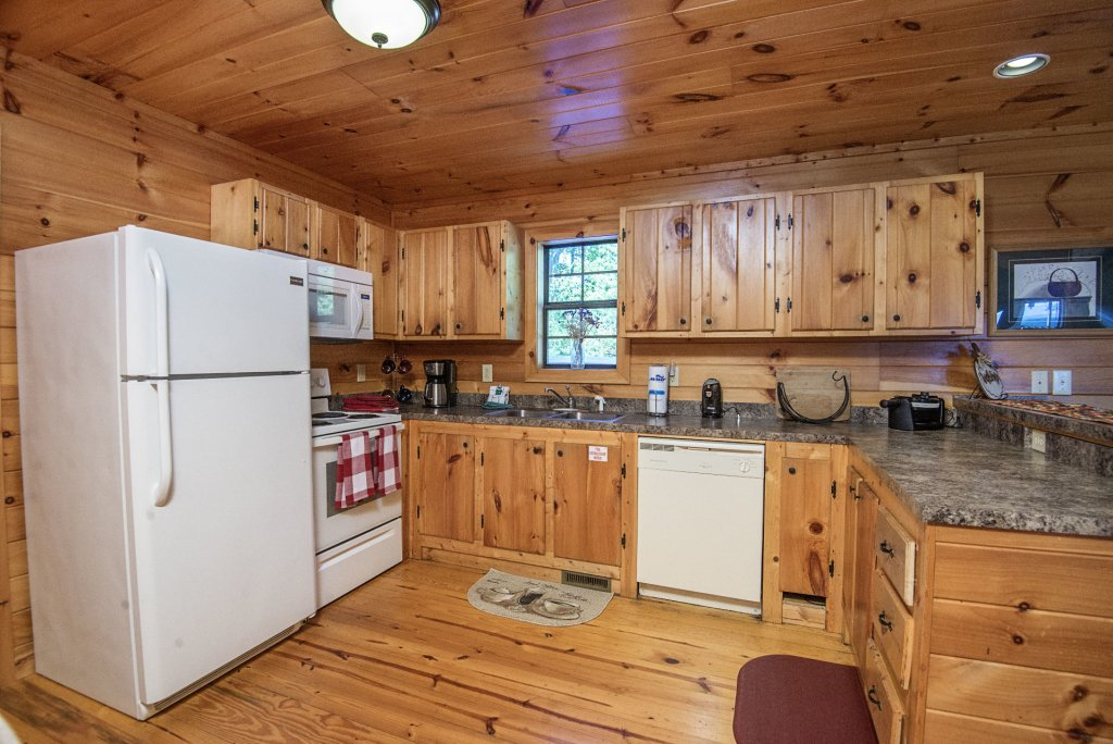 Photo of a Sevierville Cabin named Dunder Mountain Views Cabin Retreat - This is the eighth photo in the set.
