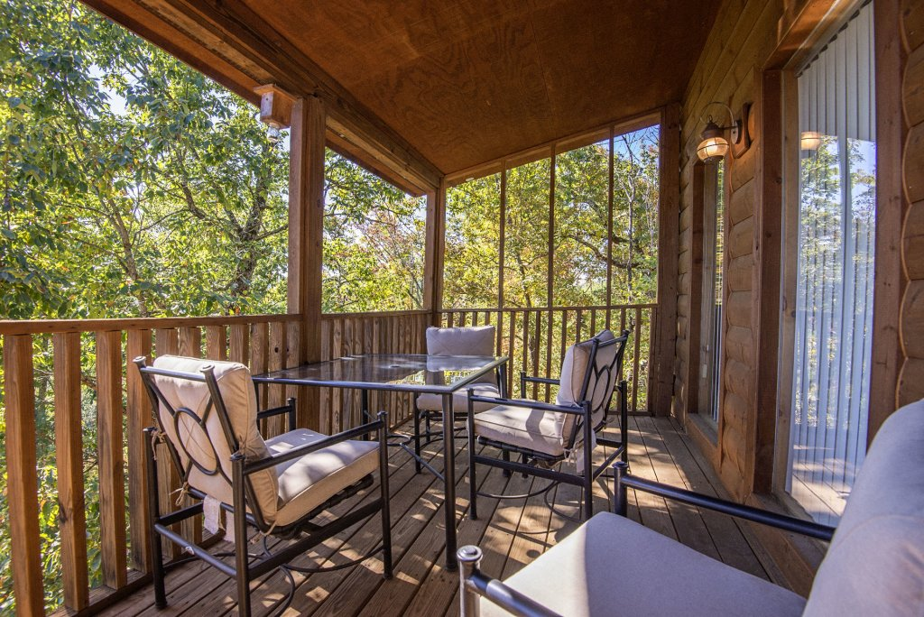 Photo of a Sevierville Cabin named Dunder Mountain Views Cabin Retreat - This is the twenty-first photo in the set.