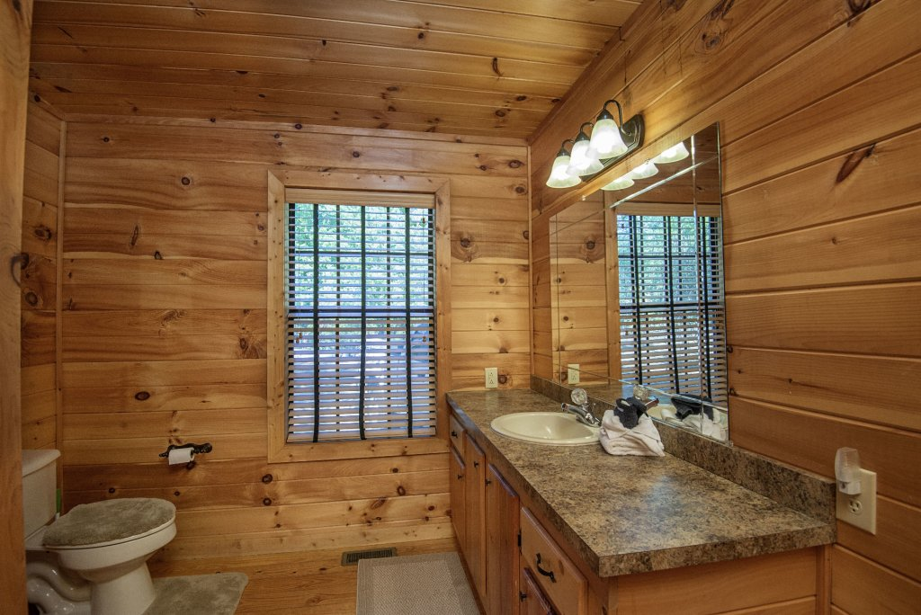 Photo of a Sevierville Cabin named Dunder Mountain Views Cabin Retreat - This is the twenty-seventh photo in the set.