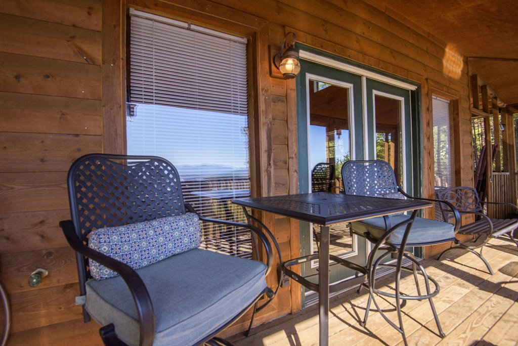 Photo of a Sevierville Cabin named Dunder Mountain Views Cabin Retreat - This is the twenty-second photo in the set.