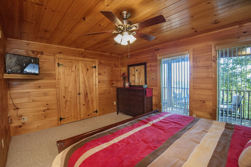 Photo of a Sevierville Cabin named Dunder Mountain Views Cabin Retreat - This is the twenty-fifth photo in the set.