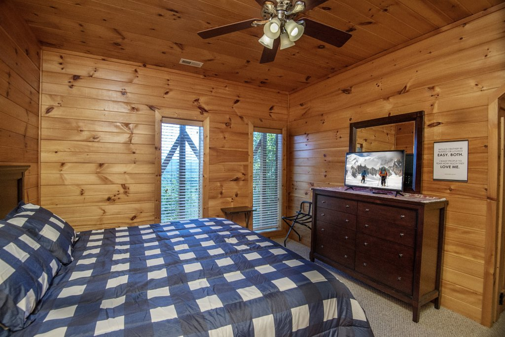 Photo of a Sevierville Cabin named Dunder Mountain Views Cabin Retreat - This is the forty-second photo in the set.