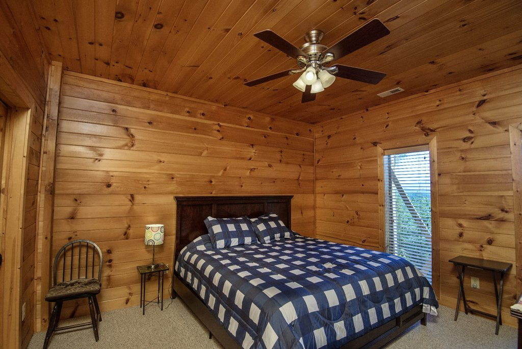 Photo of a Sevierville Cabin named Dunder Mountain Views Cabin Retreat - This is the forty-first photo in the set.
