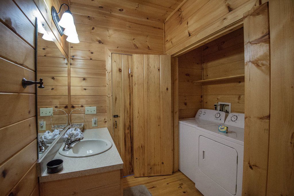 Photo of a Sevierville Cabin named Dunder Mountain Views Cabin Retreat - This is the thirty-ninth photo in the set.