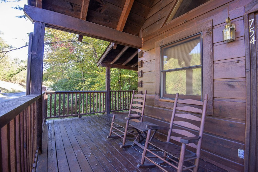 Photo of a Pigeon Forge Cabin named  The Bear Pause - This is the twenty-second photo in the set.