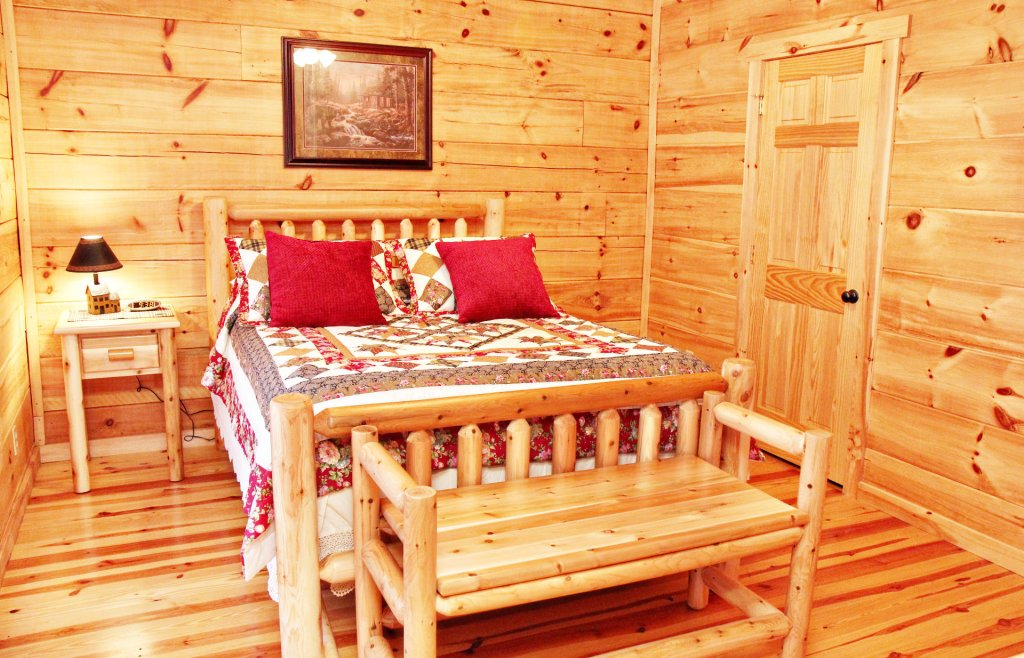 Photo of a Pigeon Forge Cabin named Cinema Falls - This is the thirteenth photo in the set.