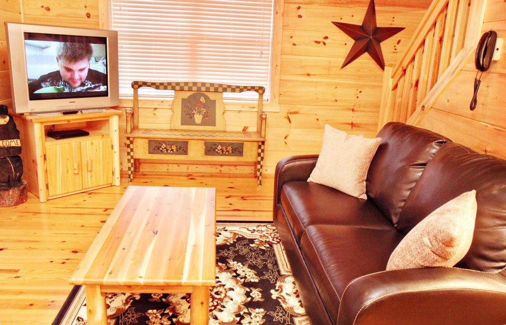 Photo of a Pigeon Forge Cabin named Cinema Falls - This is the eighteenth photo in the set.