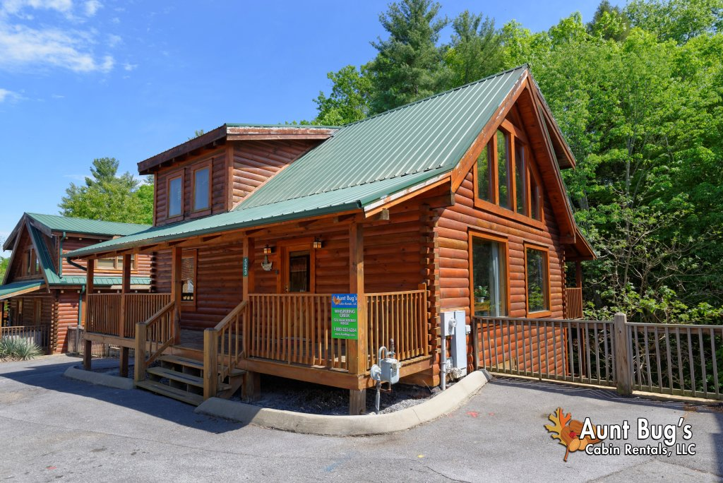 Photo of a Pigeon Forge Cabin named Whispering Creek #302 - This is the third photo in the set.