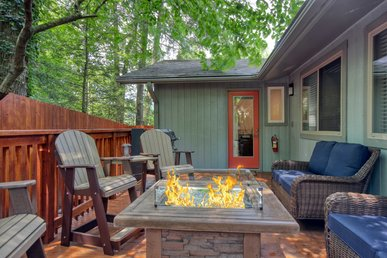 5 Bedroom Smoky Mountain Cabin Near Downtown Gatlinburg. New To Program!