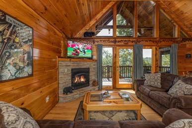 A 2 Bedroom, 2 Bath, Luxury Cabin For 8 On Easy Access Roads Close To Gatlinburg