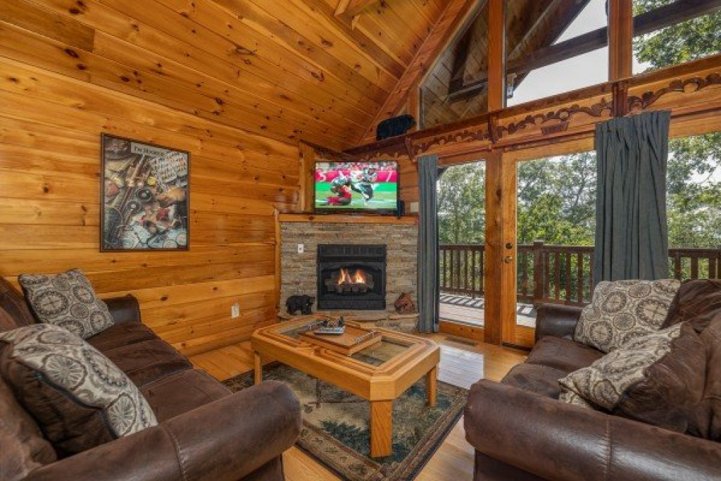 Photo of a Gatlinburg Cabin named Private Indulgences - This is the second photo in the set.