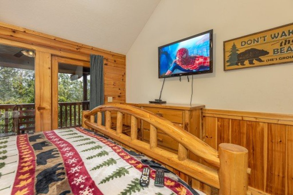 Photo of a Gatlinburg Cabin named Private Indulgences - This is the seventh photo in the set.