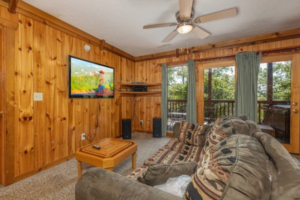 Photo of a Gatlinburg Cabin named Private Indulgences - This is the thirteenth photo in the set.