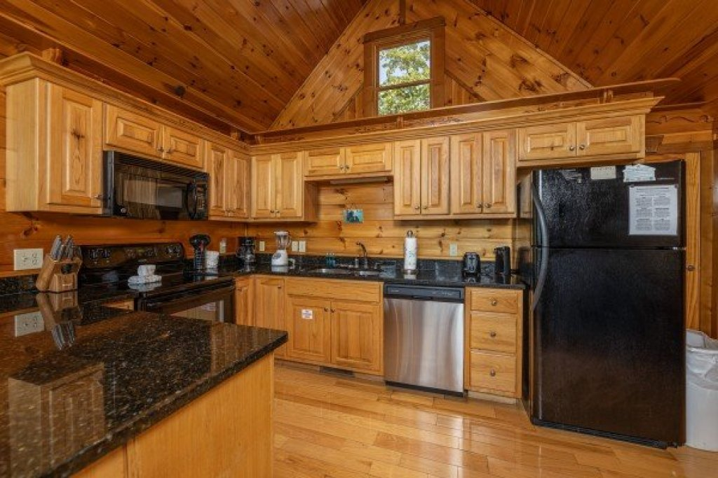 Photo of a Gatlinburg Cabin named Private Indulgences - This is the fifth photo in the set.