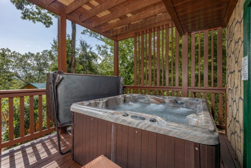 Photo of a Gatlinburg Cabin named Private Indulgences - This is the twenty-first photo in the set.