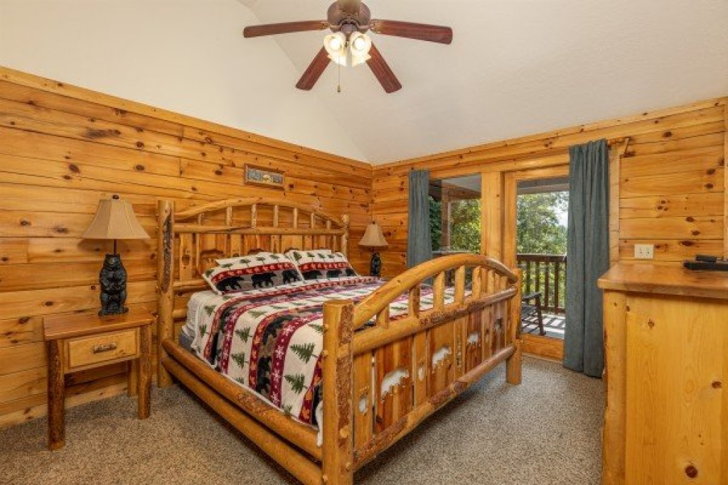 Photo of a Gatlinburg Cabin named Private Indulgences - This is the sixth photo in the set.