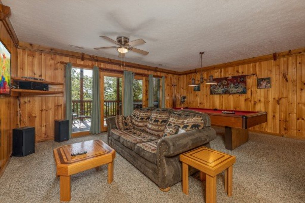Photo of a Gatlinburg Cabin named Private Indulgences - This is the twelfth photo in the set.