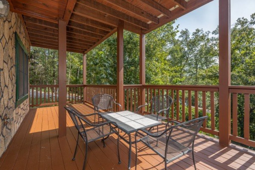 Photo of a Gatlinburg Cabin named Private Indulgences - This is the twentieth photo in the set.