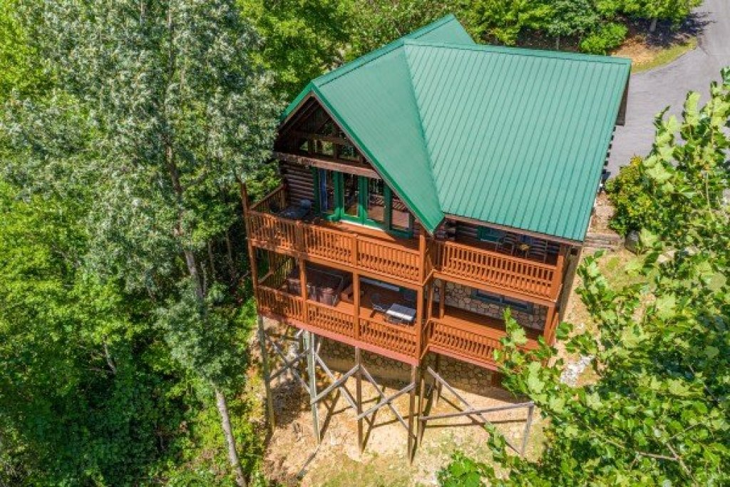 Photo of a Gatlinburg Cabin named Private Indulgences - This is the twenty-third photo in the set.