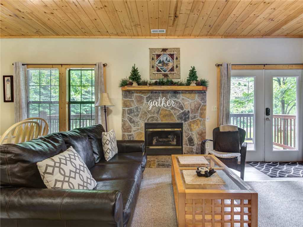 Photo of a Gatlinburg Cabin named Simpler Times - This is the third photo in the set.