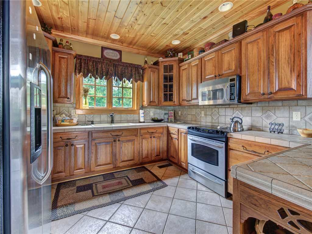 Photo of a Gatlinburg Cabin named Catch Of A Lifetime - This is the sixth photo in the set.