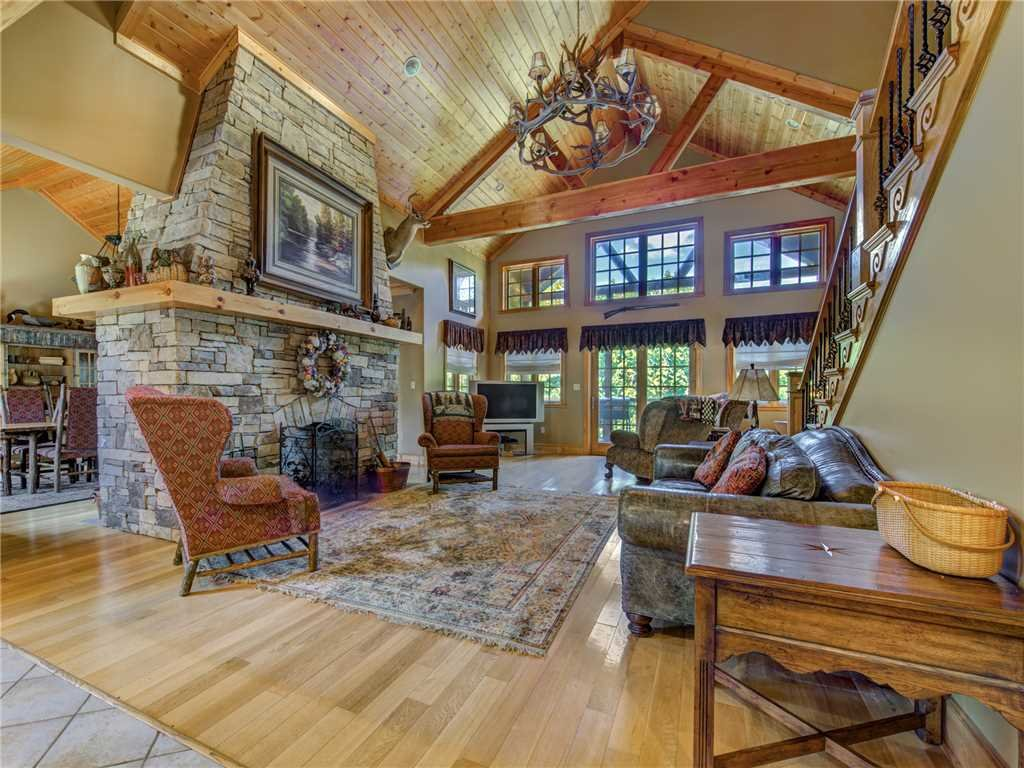 Photo of a Gatlinburg Cabin named Catch Of A Lifetime - This is the first photo in the set.