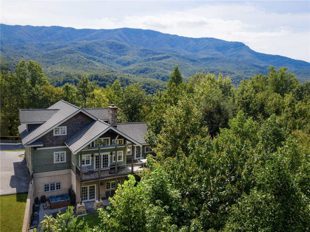 Photo of a Gatlinburg Cabin named Catch Of A Lifetime - This is the second photo in the set.