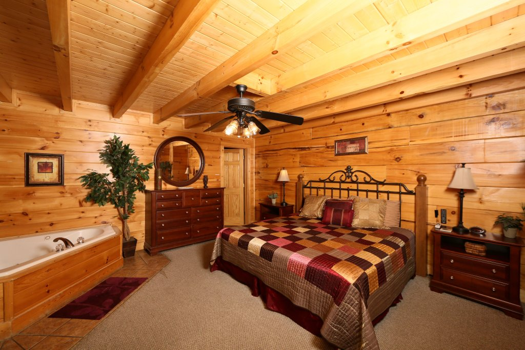 Photo of a Sevierville Cabin named Little Chateau - This is the fifth photo in the set.
