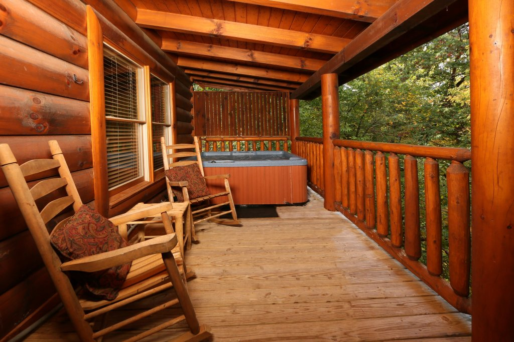 Photo of a Sevierville Cabin named Little Chateau - This is the seventeenth photo in the set.