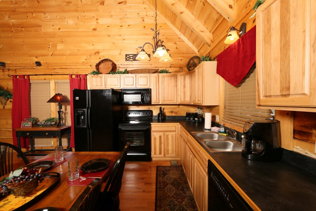 Photo of a Sevierville Cabin named Little Chateau - This is the eleventh photo in the set.