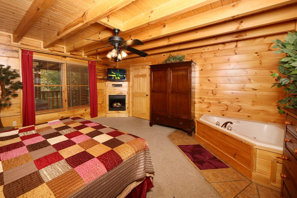 Photo of a Sevierville Cabin named Little Chateau - This is the sixth photo in the set.