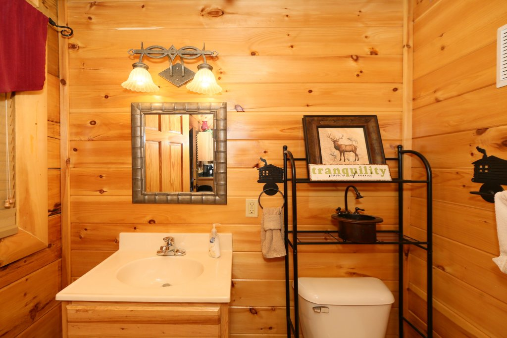 Photo of a Sevierville Cabin named Little Chateau - This is the eighth photo in the set.