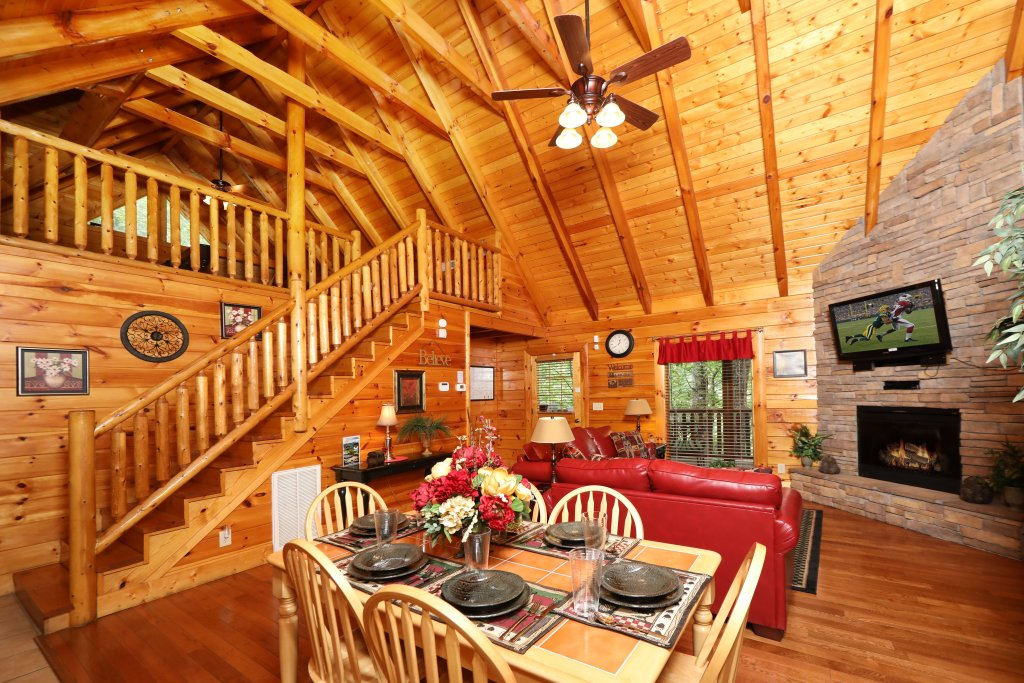 Photo of a Sevierville Cabin named Around The Mountain - This is the ninth photo in the set.