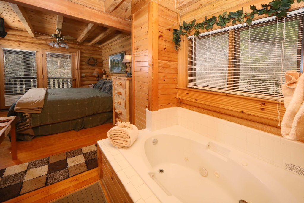 Photo of a Sevierville Cabin named Smoky Cascades - This is the fifth photo in the set.